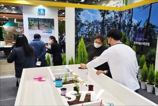 차세대 葬法 '수목장' 체험행사, 산림박람회서 큰 호응